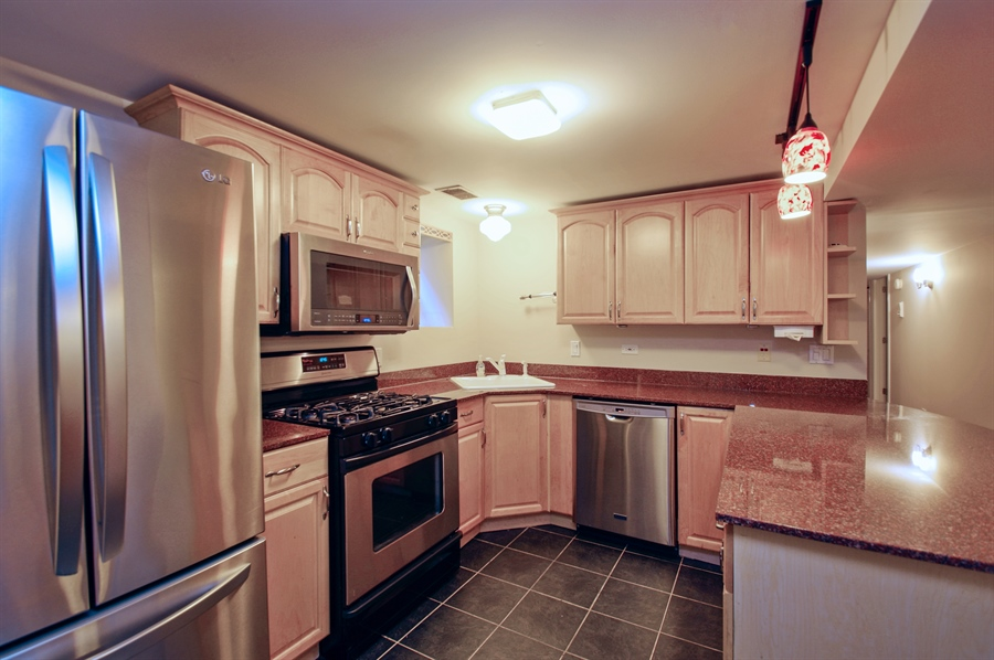 Real Estate Photography - 945 West Agatite Ave, G, Chicago, IL, 60640 - Kitchen