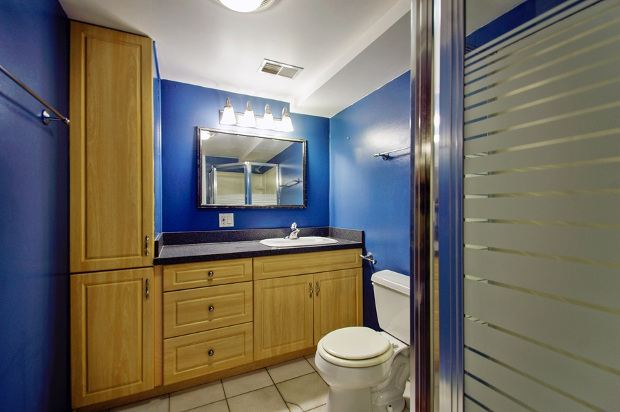 Real Estate Photography - 945 West Agatite Ave, G, Chicago, IL, 60640 - 2nd Bathroom