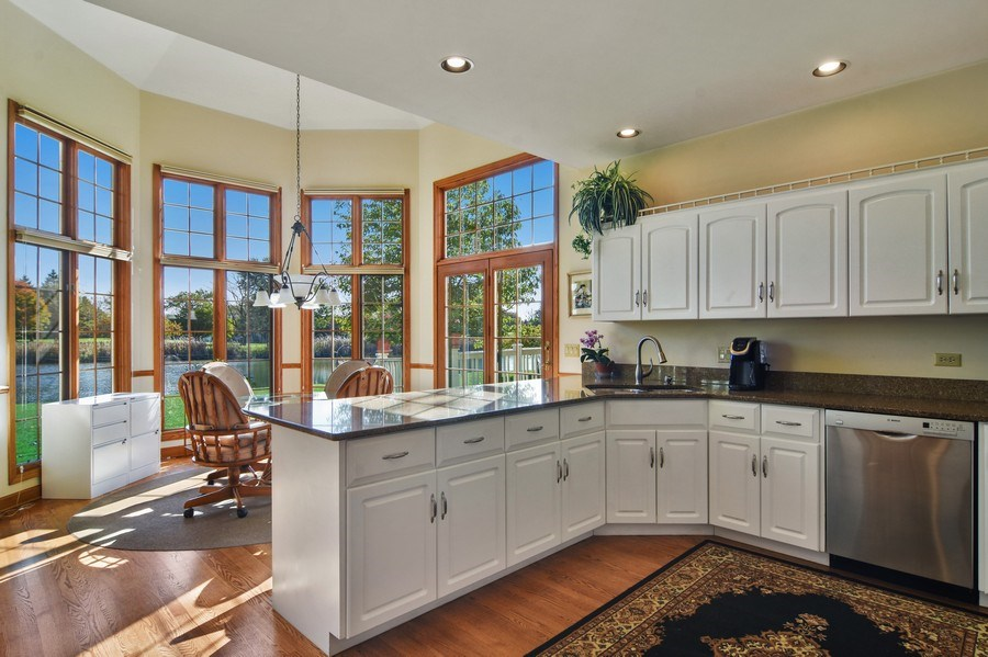 Real Estate Photography - 1521 Pendelton Court, Palatine, IL, 60067 - Kitchen / Breakfast Room