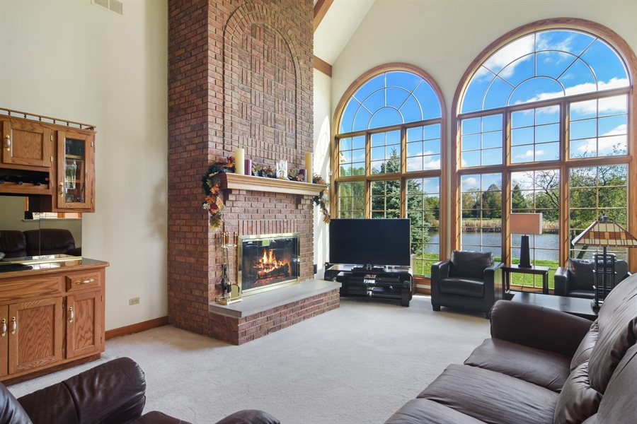 Real Estate Photography - 1521 Pendelton Court, Palatine, IL, 60067 - Great Room