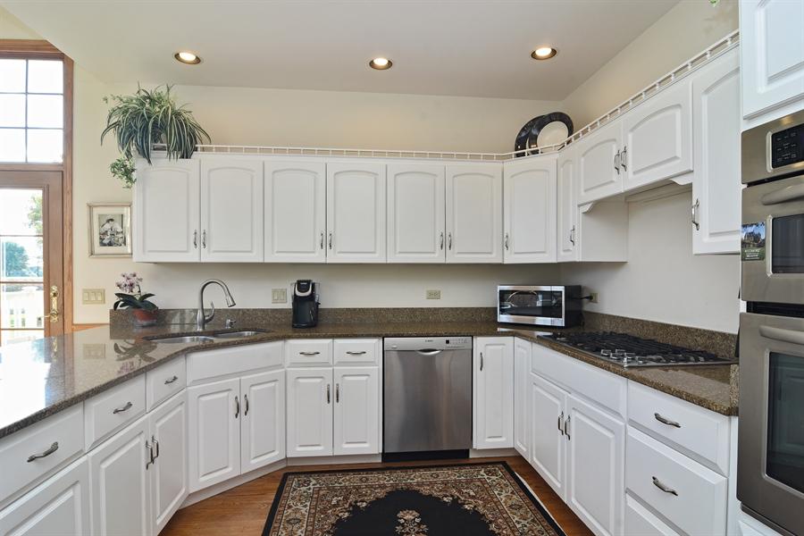 Real Estate Photography - 1521 Pendelton Court, Palatine, IL, 60067 - Kitchen