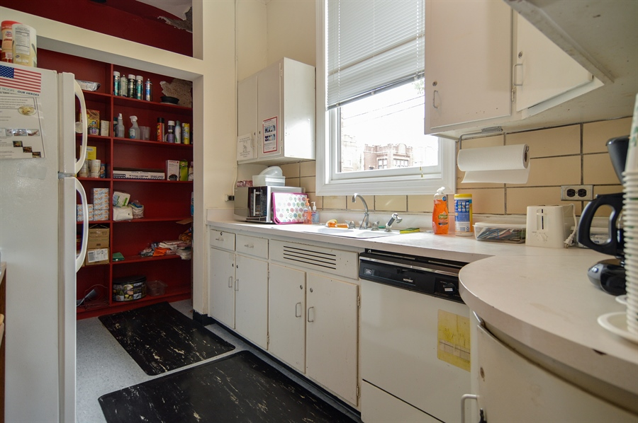 Real Estate Photography - 2737 W Peterson Ave, Chicago, IL, 60659 - Kitchen