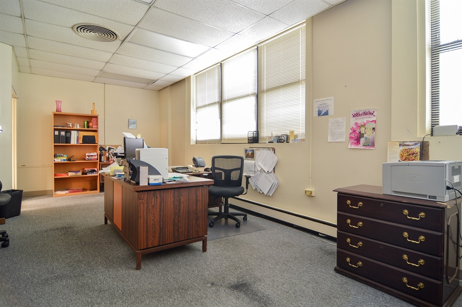 Real Estate Photography - 2737 W Peterson Ave, Chicago, IL, 60659 - Office