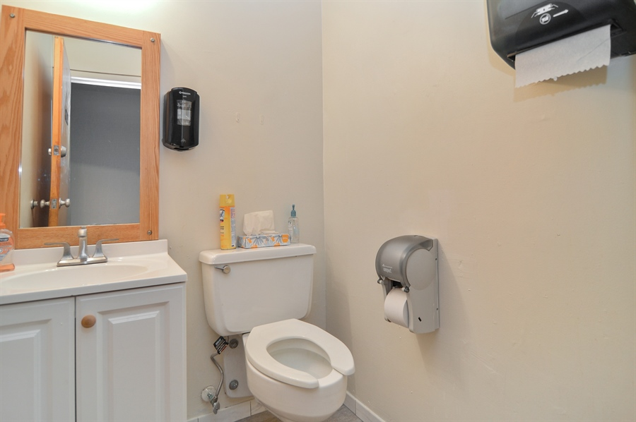 Real Estate Photography - 2737 W Peterson Ave, Chicago, IL, 60659 - Bathroom