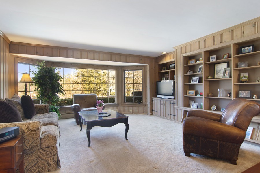 Real Estate Photography - 350 Cumnock Road, Inverness, IL, 60067 - Family Room