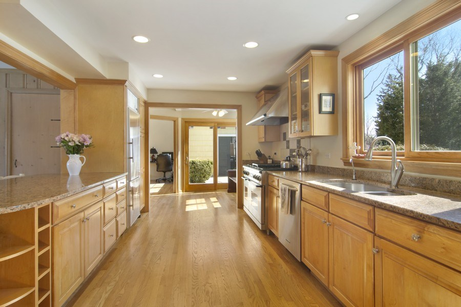Real Estate Photography - 350 Cumnock Road, Inverness, IL, 60067 - Kitchen