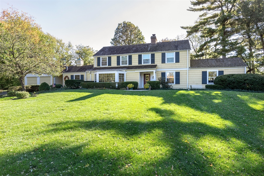 Real Estate Photography - 350 Cumnock Road, Inverness, IL, 60067 - Front View