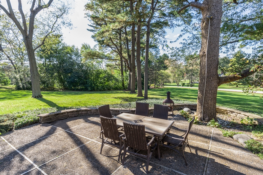 Real Estate Photography - 350 Cumnock Road, Inverness, IL, 60067 - Patio
