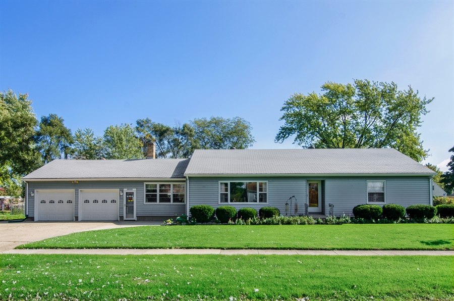 Real Estate Photography - 100 Carpenter Boulevard, Carpentersville, IL, 60110 - Front View
