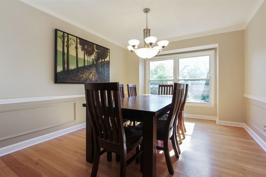 Real Estate Photography - 1127 Fairlawn Avenue, Libertyville, IL, 60048 - Dining Room