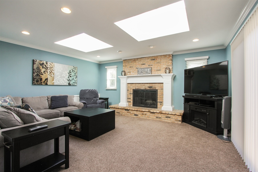 Real Estate Photography - 1127 Fairlawn Avenue, Libertyville, IL, 60048 - Family Room