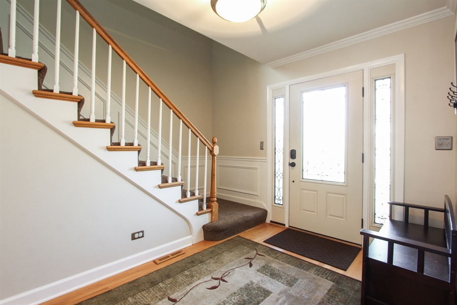 Real Estate Photography - 1127 Fairlawn Avenue, Libertyville, IL, 60048 - Foyer