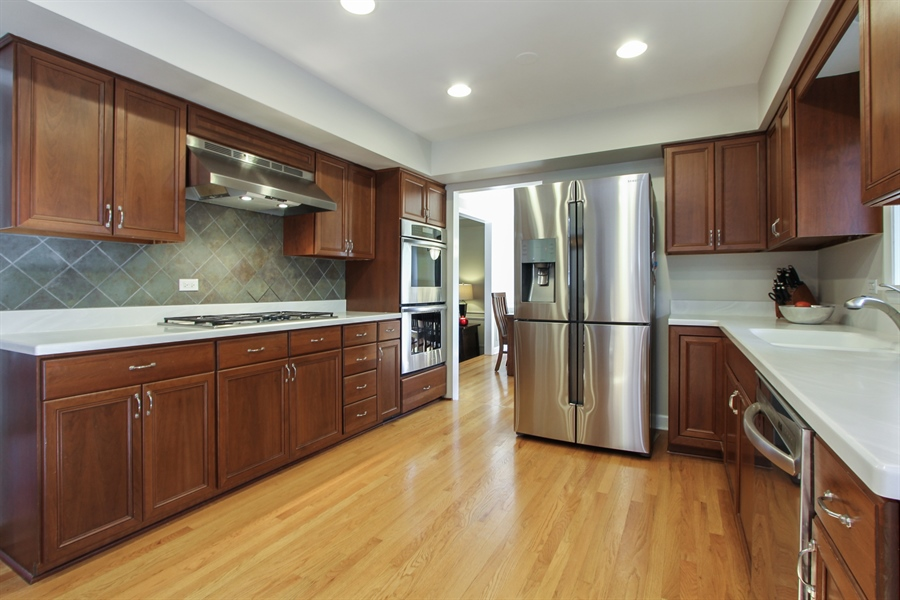 Real Estate Photography - 1127 Fairlawn Avenue, Libertyville, IL, 60048 - Kitchen