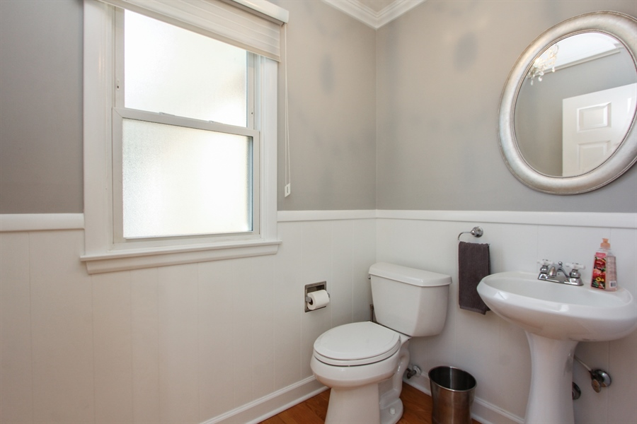 Real Estate Photography - 1127 Fairlawn Avenue, Libertyville, IL, 60048 - Bathroom