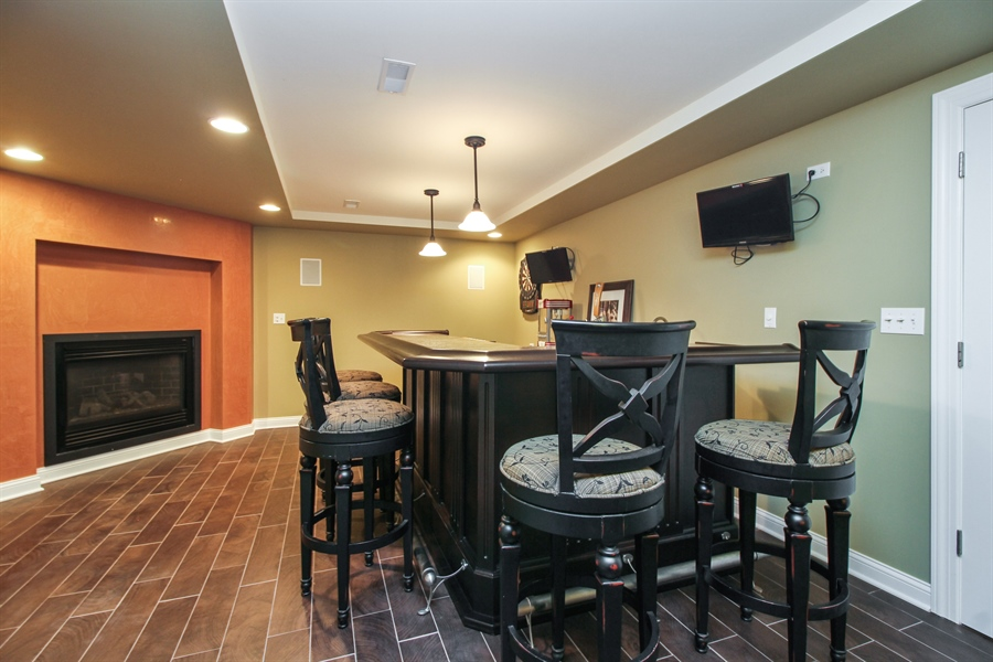 Real Estate Photography - 11313 Stoll Road, Frankfort, IL, 60423 - Bar