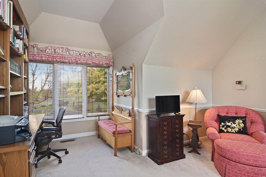 Real Estate Photography - 1411 Carlisle Drive, Barrington, IL, 60010 - En-Suite Space