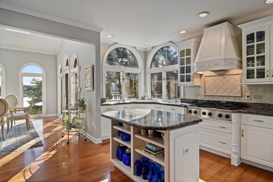 Real Estate Photography - 1411 Carlisle Drive, Barrington, IL, 60010 - Kitchen / Breakfast Room