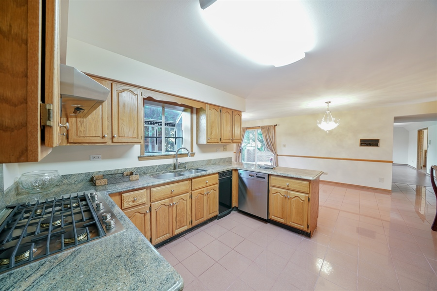 Real Estate Photography - 46 Windsor Drive, Oak Brook, IL, 60523 - Kitchen