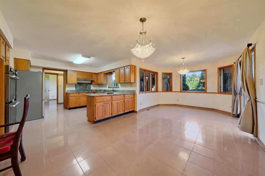 Real Estate Photography - 46 Windsor Drive, Oak Brook, IL, 60523 - Kitchen / Breakfast Room