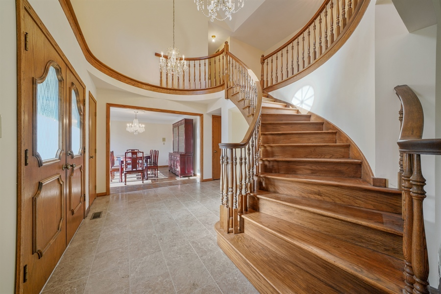 Real Estate Photography - 46 Windsor Drive, Oak Brook, IL, 60523 - Foyer