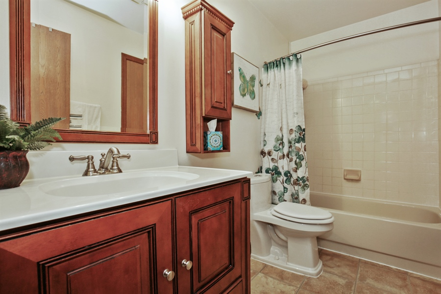 Real Estate Photography - 1715 Riverwood Drive, Algonquin, IL, 60102 - 2nd Bathroom