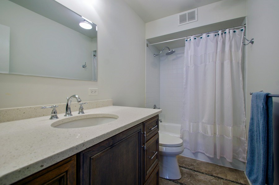 Real Estate Photography - 6007 N. Sheridan Road, Unit 38DF, Chicago, IL, 60660 - 2nd Bathroom