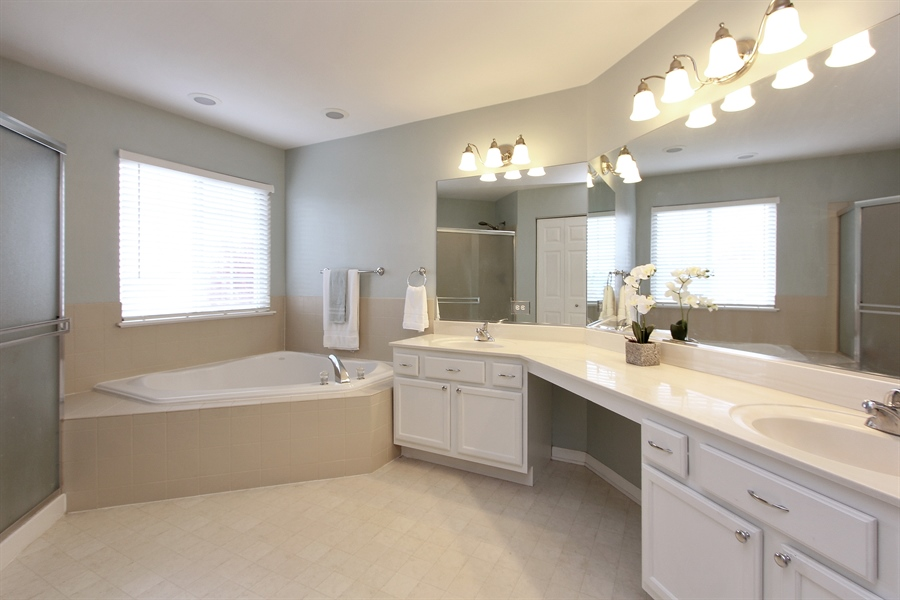 Real Estate Photography - 468 Mockingbird Court, Lindenhurst, IL, 60046 - Master Bathroom
