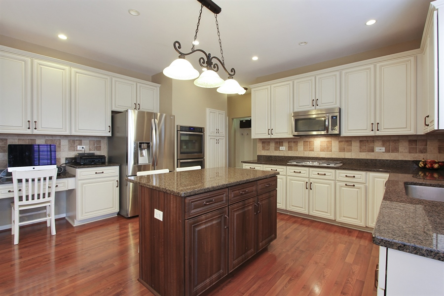 Real Estate Photography - 468 Mockingbird Court, Lindenhurst, IL, 60046 - Kitchen