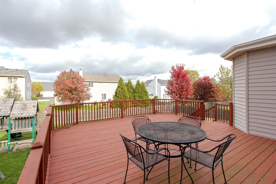 Real Estate Photography - 468 Mockingbird Court, Lindenhurst, IL, 60046 - Deck