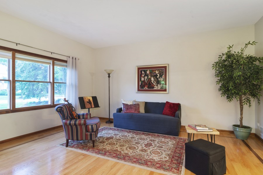 Real Estate Photography - 319 N Pondview Drive, Palatine, IL, 60067 - Living Room