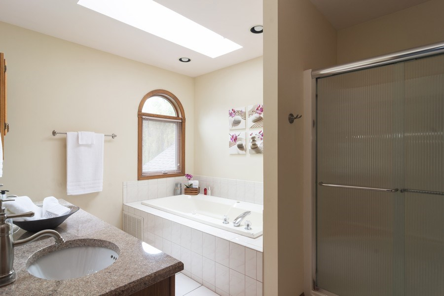 Real Estate Photography - 319 N Pondview Drive, Palatine, IL, 60067 - Master Bathroom
