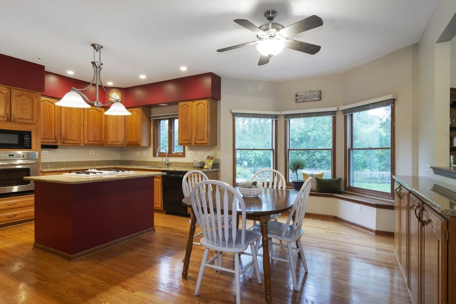 Real Estate Photography - 319 N Pondview Drive, Palatine, IL, 60067 - Kitchen / Breakfast Room