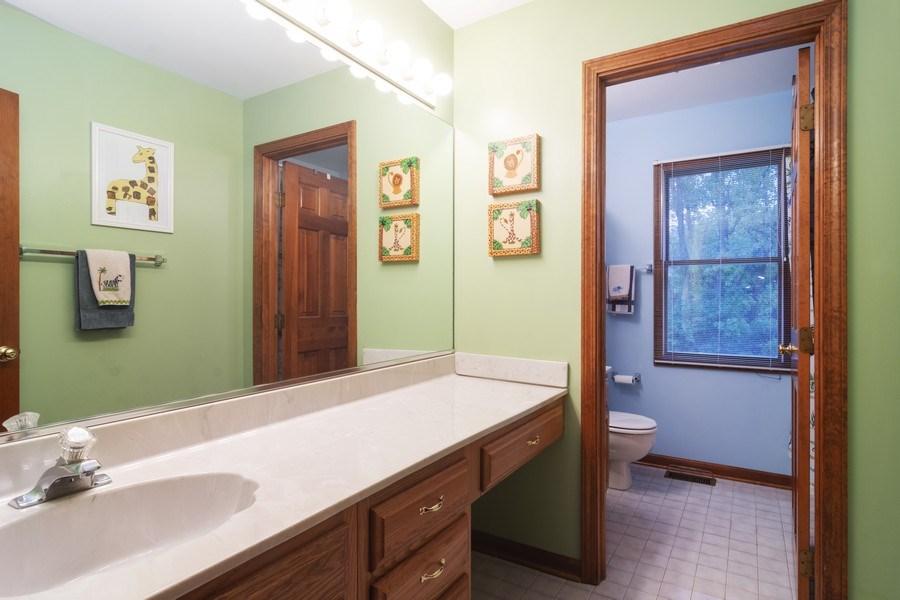 Real Estate Photography - 319 N Pondview Drive, Palatine, IL, 60067 - Bathroom