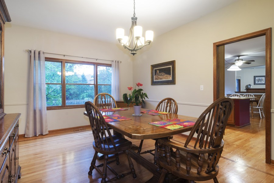 Real Estate Photography - 319 N Pondview Drive, Palatine, IL, 60067 - Dining Room
