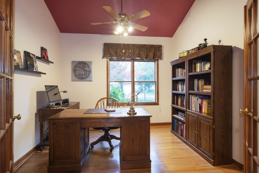 Real Estate Photography - 319 N Pondview Drive, Palatine, IL, 60067 - Study