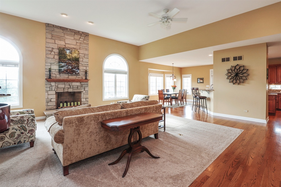 Real Estate Photography - 824 Wedgewood Court, Lindenhurst, IL, 60046 - Family Room