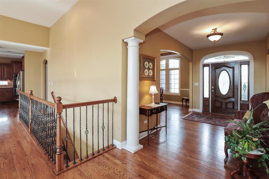 Real Estate Photography - 824 Wedgewood Court, Lindenhurst, IL, 60046 - Foyer