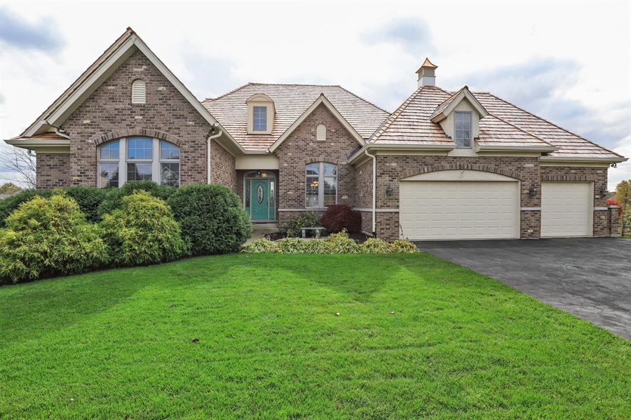 Real Estate Photography - 824 Wedgewood Court, Lindenhurst, IL, 60046 - Front View