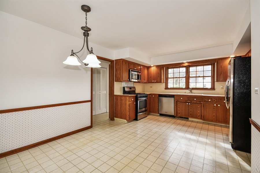 Real Estate Photography - 412 Tanglewood Lane, Naperville, IL, 60563 - Kitchen / Breakfast Room