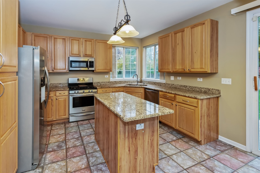 Real Estate Photography - 2936 ANDRUS Drive, West Chicago, IL, 60185 - Kitchen