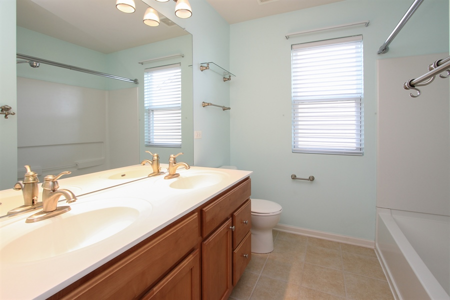 Real Estate Photography - 1167 Blue Heron Circle, Antioch, IL, 60002 - 2nd Floor bathroom