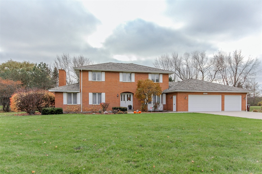 Real Estate Photography - 14465 Dan Patch Lane, Libertyville, IL, 60048 - Front View