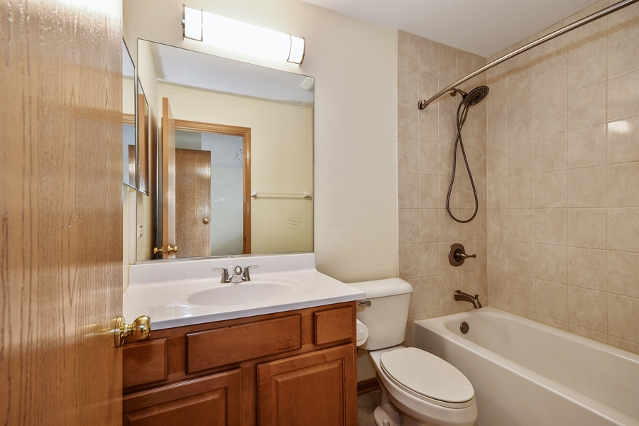 Real Estate Photography - 751 Pheasant Trail, Unit 751, St. Charles, IL, 60174 - Master Bathroom