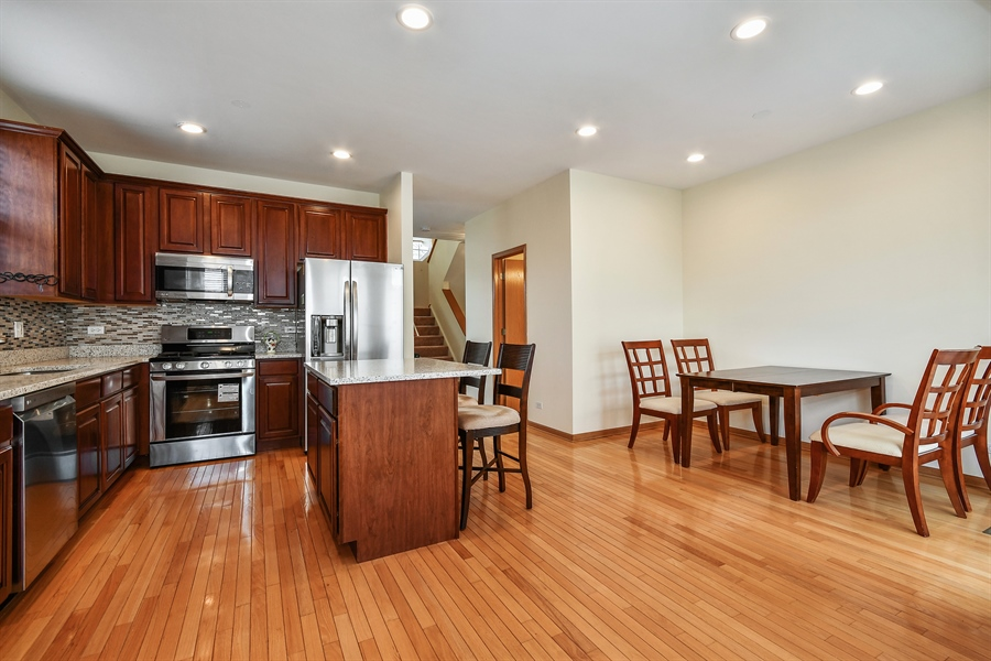 Real Estate Photography - 751 Pheasant Trail, Unit 751, St. Charles, IL, 60174 - Kitchen / Breakfast Room