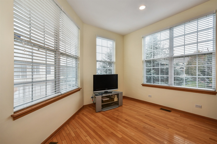 Real Estate Photography - 751 Pheasant Trail, Unit 751, St. Charles, IL, 60174 - Breakfast Nook