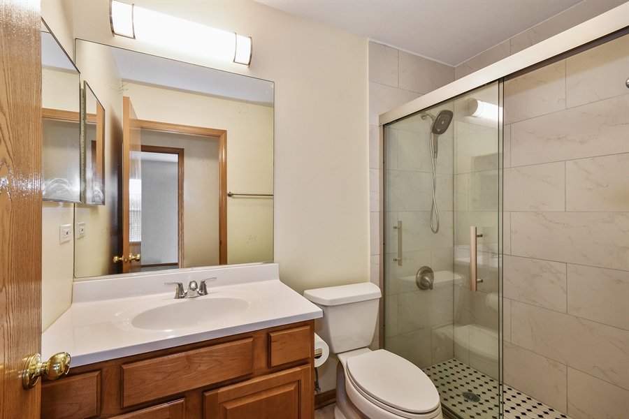 Real Estate Photography - 751 Pheasant Trail, Unit 751, St. Charles, IL, 60174 - 2nd Bathroom