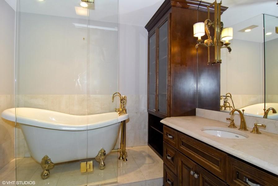 Real Estate Photography - 180 E Pearson, Unit 5501, Chicago, IL, 60611 - Her Bath