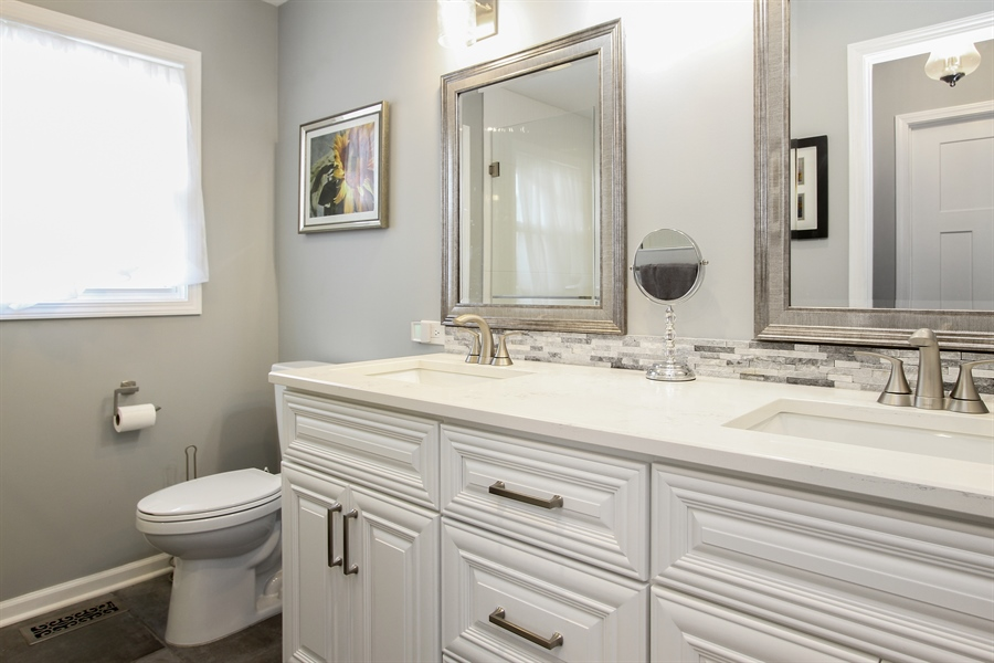Real Estate Photography - 5 Bent Tree Court, Hawthorn Woods, IL, 60047 - Master Bathroom