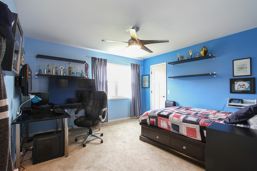 Real Estate Photography - 5 Bent Tree Court, Hawthorn Woods, IL, 60047 - 3rd Bedroom