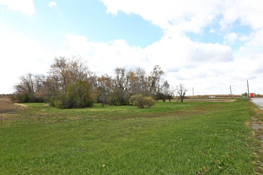 Real Estate Photography - 17545 S La Grange Rd, Tinley Park, IL, 60487 - View